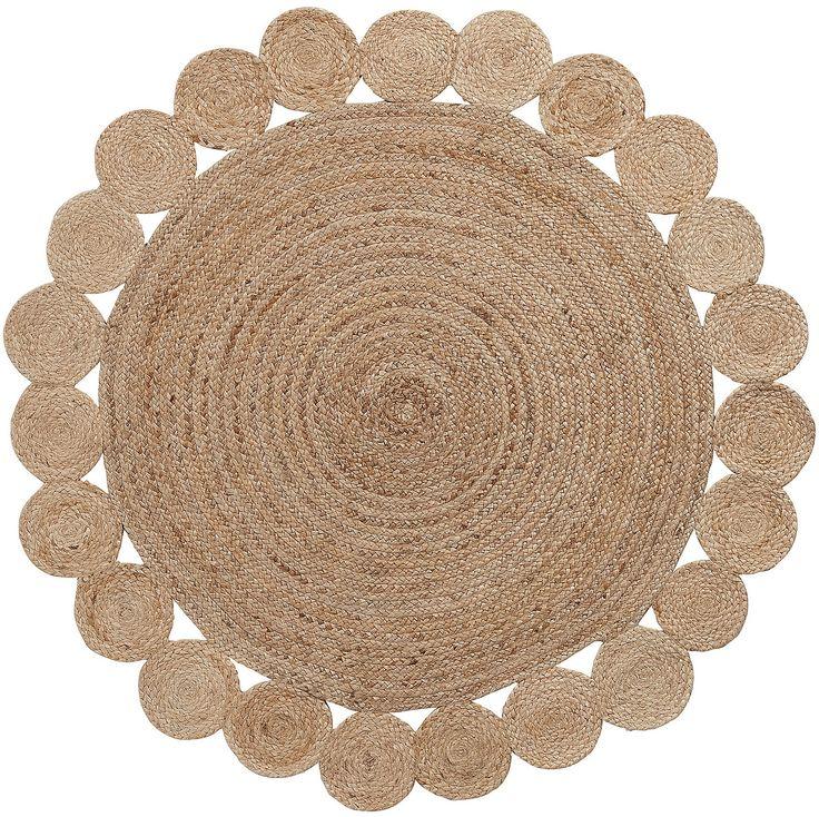 Allegro e simpatico tappeto in juta, che arreda con brio i vostri ambienti. Una meravigliosa corolla, un fiore profumato dal gusto coloniale. E' questo quello che trasmette questo gradevole complemento d'arredo che trasmette armonia e benessere alla vostra casa.