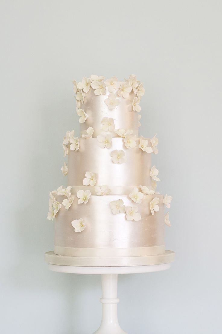 Award-winning British wedding cake designer, Rosalind Miller, introduces her newest sweet additions, as seen on BridesMagazine.co.uk (BridesMagazine.co.uk)