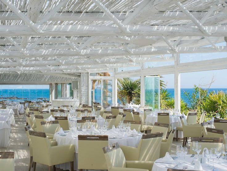 Whitewash pergola at El Oceano Beach Hotel & Restaurant, Marbella!