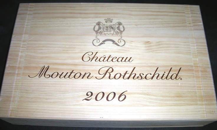 Very rare Chateau Mouton Rothschild 6 bottle flat wooden wine case with a lagre branded lid (Made in France)