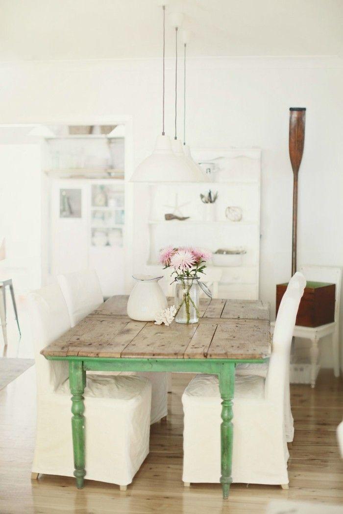 Esszimmer Einrichten Landhausstil Grüne Akzente Weiße Stühle Bodenbelag  Holzoptik