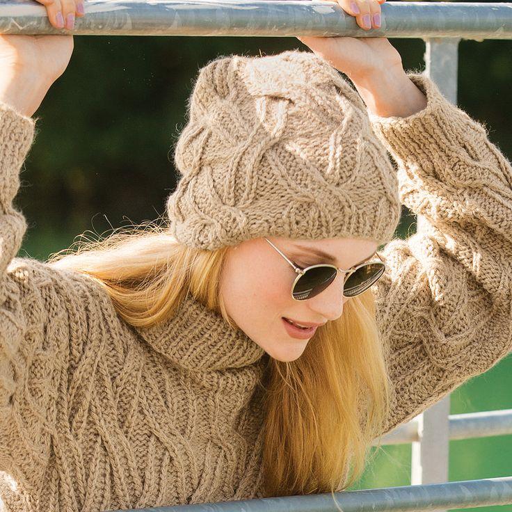 Шапка с плетеным узором