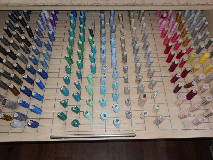 Стенд для ниток, экспериментальный швейный цех Namaha.  Видео DIY как сделать стенд из металлической сетки https://youtu.be/ZtD88VkLZlE