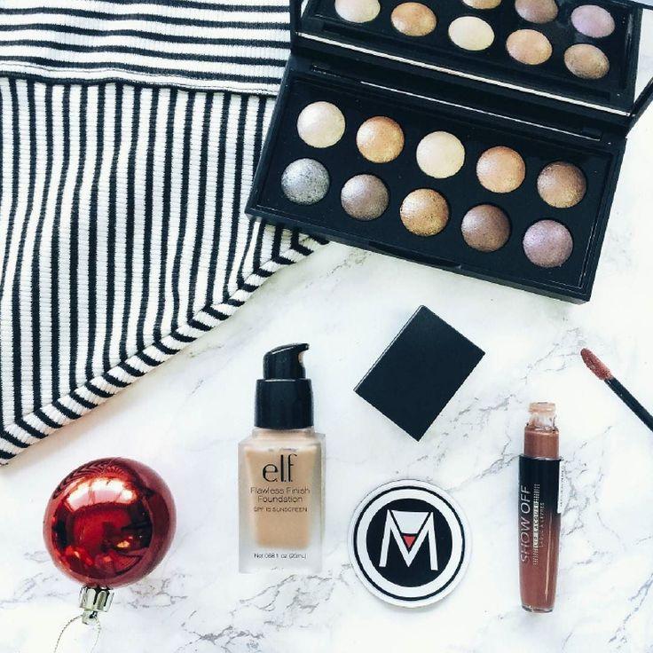 Detrás de una mujer hermosa esta un Box tumaqui. - #tumaqui #makeup #maquillaje #tips #belleza #contorno #makeuplover #makeuprevolution #labios #lipstick #iluminador #vidademaquilladora #gloss #blogger #envios #gratis #nacional #internacional #box #productos #instamakeup #base #blush #maquillador #delineador #makeupaddict #fashion #mujer #moda #makeupfan