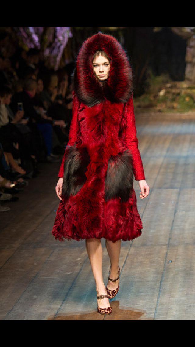 El cuento de hadas. Caperucita Roja en Dolce and Gabbana