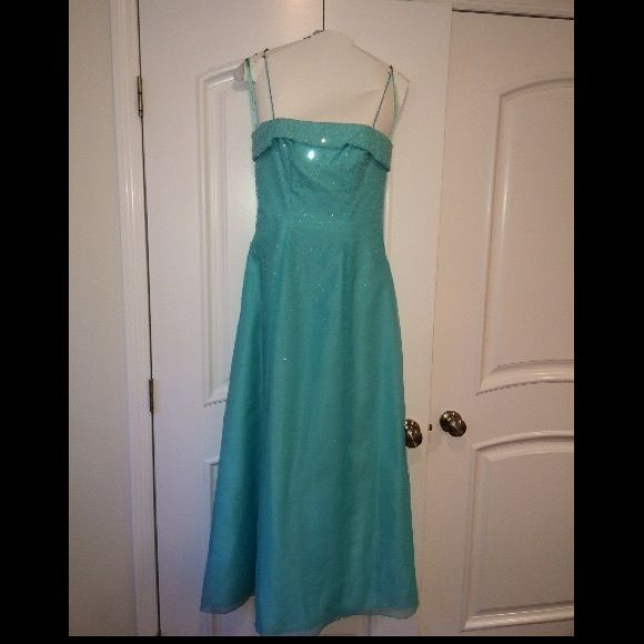 Aqua prom dress by Mori Lee Aqua prom dress by Mori Lee in great condition but has been worn 1 time. Fits size 5/6 . Price is negotiable 😊 Mori Lee Dresses