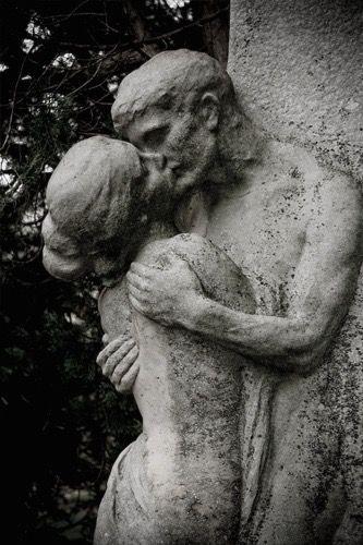 """""""The Kiss"""" Central Cemetery - Vienna, Austria Zentralfriedhof"""