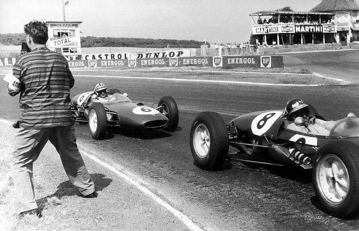 f1 1961. XLVII Grand Prix de l'ACF, Reims. Dangerous work for the photographer... And Jim Clark (Lotus 21) ahead Innes Ireland (Lotus 21)