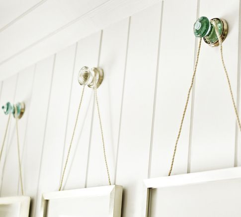 Love This Decorating Idea Of Using Door Knobs To Hang Pics