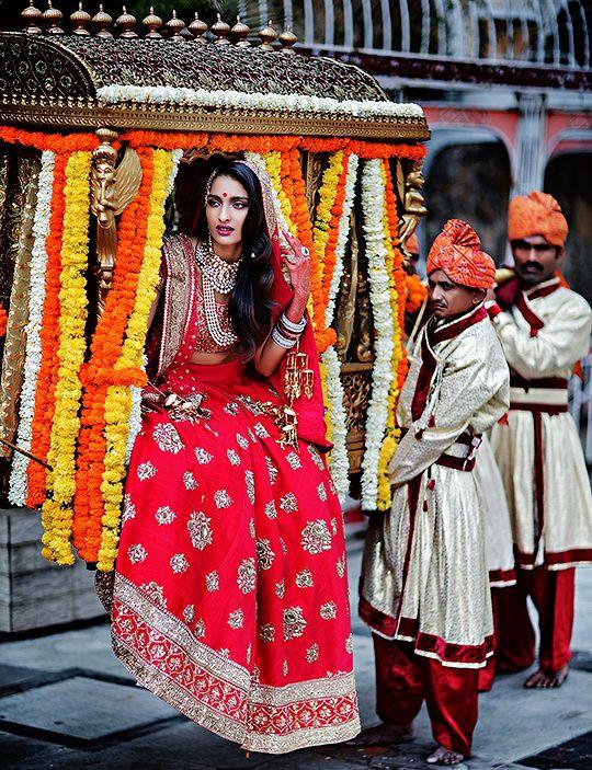 Vogue Wedding Show 2015 (Desi Bridal Shaadi Indian Pakistani Wedding) || pinned by http://elephantess.blogspot.com