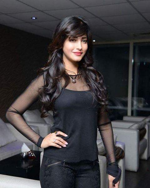 Cutie pie Shruti Hassan  . . #bollywoodfunsaga #bollywoodactress  #bollywood  #actress #india #indian #indianactress #shrutihaasan #desi #desigirl #tamil #tamilactress #telugu #teluguactress #smile #style #fashion #redlips #blackdress #shooting #posing #l4l #picoftheday #photooftheday