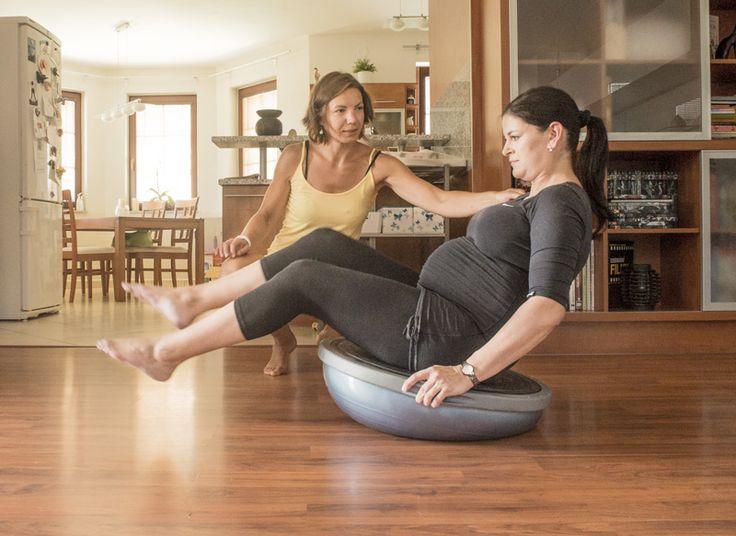 Cvičení v těhotenství na BOSU. http://www.fyziomami.cz/cviceni-po-porodu/#prettyPhoto[mg_1]/0/