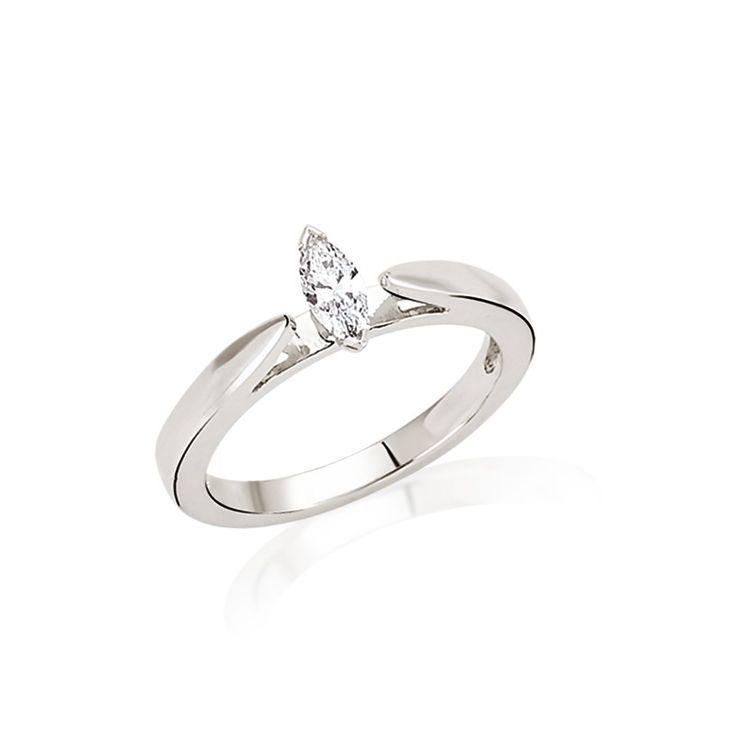 Inelul de logodna LRY172 cucereste prin forma ovala a diamantului si modul in care acesta este pus in evidenta. Din aur de 18K si cu diamant de 0.27 carate, pretul acestui inel de logodna este de 4752 lei. Detalii aici http://www.bijuteriilarosa.ro/inel-logodna-lry172