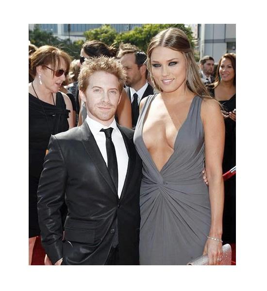 Seth Green y Clare Grant. La diferencia de altura entre Seth Green y su despampanante esposa Clare Grant es más que evidente