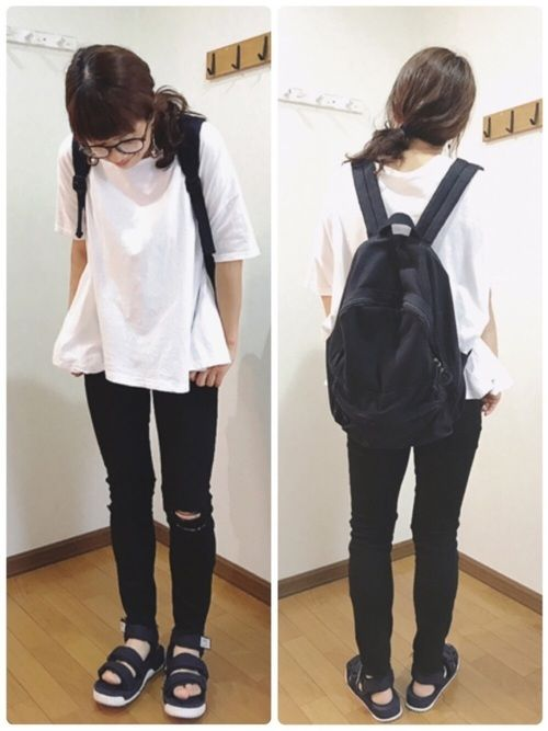 ゆるっと白Tに。 ブラックデニム。 シンプルモノトーンコーデ❤️ このTシャツ。 Aラインのデザイン