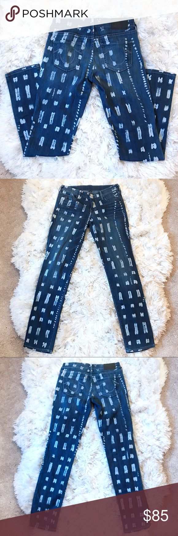 """True Religion Victoria Skinny Jean in Malinke True Religion Victoria Mid Rise Skinny Ankle Malinke Wash Jeans 26. Excellent condition  Hand Measurements:  Waist: 27""""  Inseam: 29""""  Rise: 8""""  Hips: 34""""  Leg Opening: 6"""" True Religion Jeans Skinny"""