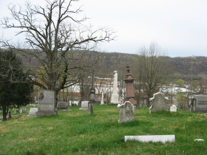 These 9 Haunted Cemeteries In West Virginia Are Not For The Faint Of Heart Haunted Cemetery West Virginia Cemeteries