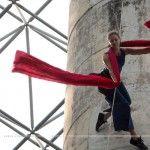 Bandaloop, una de las compañías pioneras en danza aérea vertical, visita México para presentar su obra Bound(less) en las ciudades de Campeche y Puebla.  La coreografía de Amelia Rudolph explora la interacción humana con el medio ambiente y es una propuesta innovadora en el uso de espacios alternativos.   En la obra, …