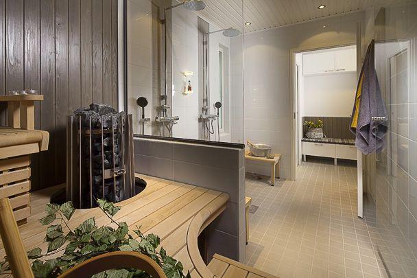 Arjen luksusta löytyy tunnelmallisesta saunaosastosta ja pukuhuoneesta.