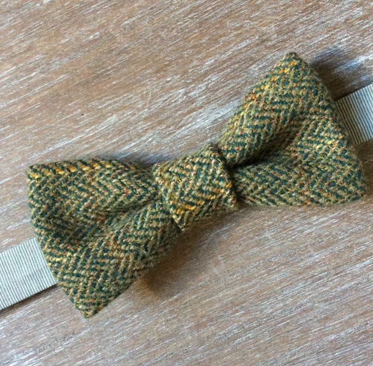 Double layered tweed bow tie. Check the webshop on www.bakerstreethandmade.com