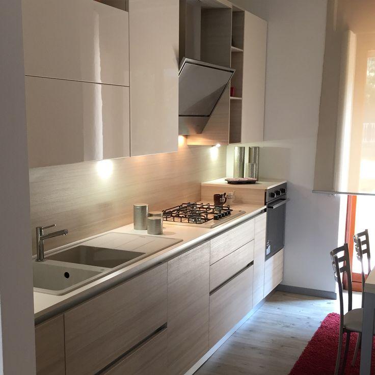 Cucina scavolini modello liberamente anta decorativo larice avena e laccata lucida panna - Cucina color panna ...
