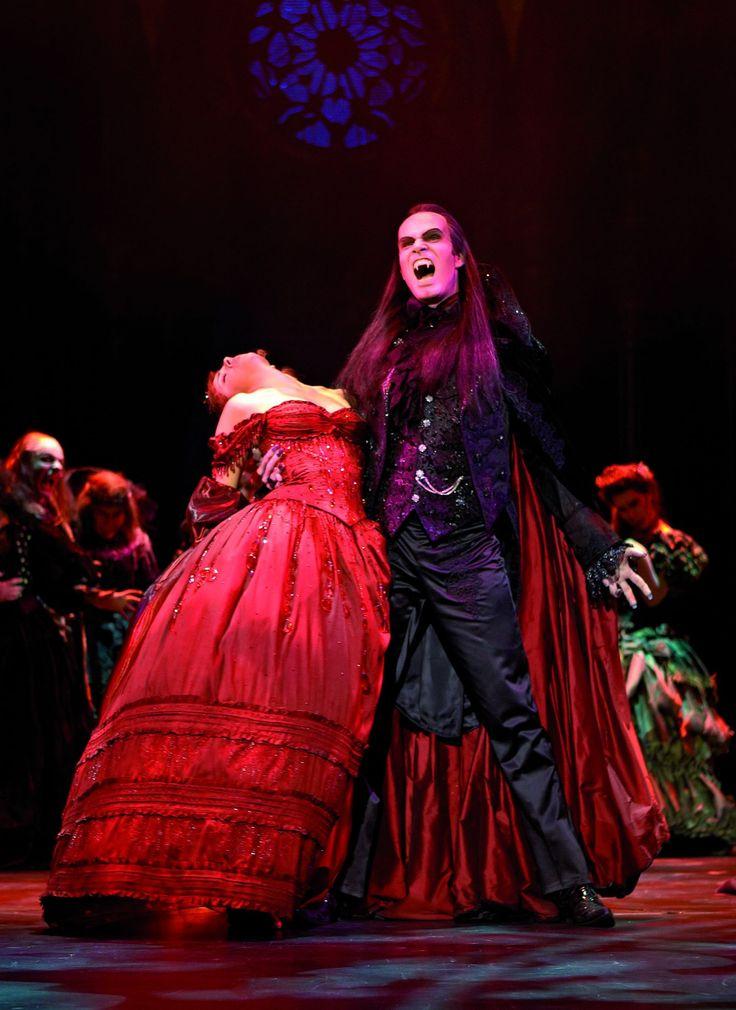 TANZ DER VAMPIRE Szenenfoto 2009 © VBW_Brinkhoff/Mögenburg musicalvienna vienna wien theater theatre ronacher thomas borchert marjan shaki
