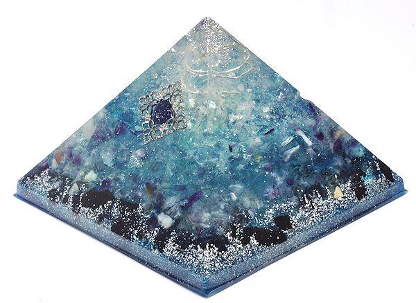 浄化アイテム7 wishes のオルゴナイト・ピラミッドレインボー水晶・レインボーフローライト・ブラックトルマリン・ディモルチェライト他 - 吉祥寺の天然石のお店『Seven Wishes』