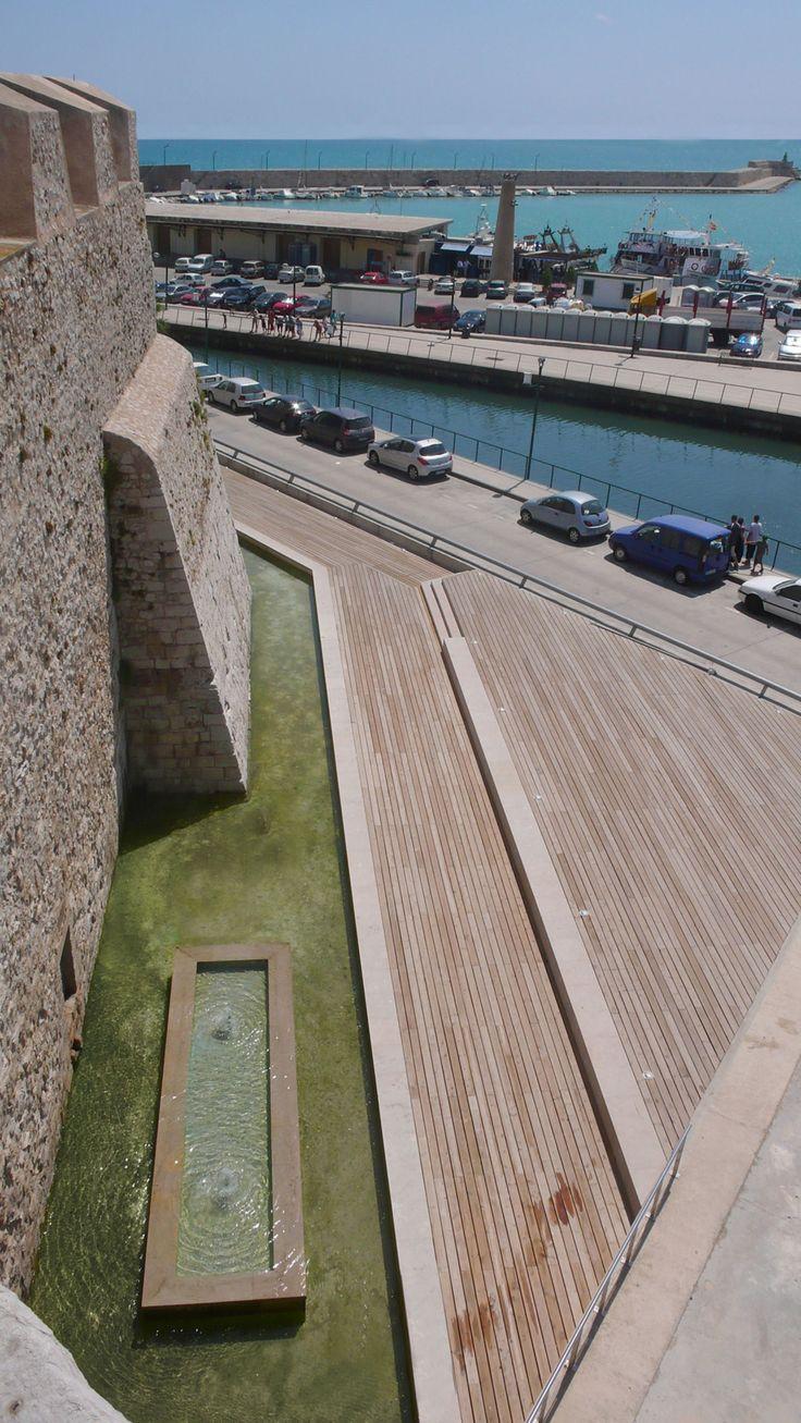 Balaguer I Vicén arquitectos · Acondicionamiento ambiental del entorno de las murallas del puerto de Peñíscola · Divisare