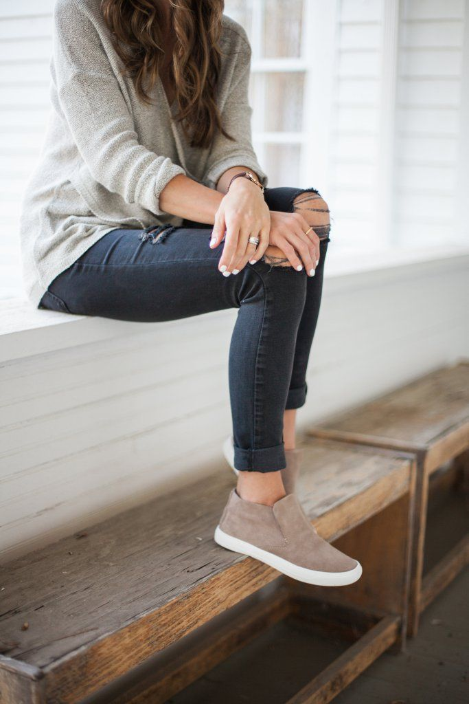 A casual fall outfit perfect for moms styling chic sneakers
