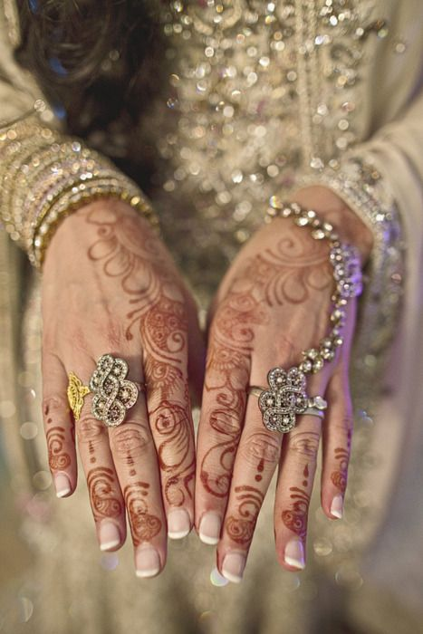 Henna Mehndi Jobs : I love mehndi my mom does a great job at it s one of