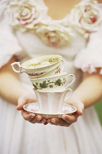 vintage cups with floral pattern and rose stripes | porcelain . Porzellan . porcelaine |