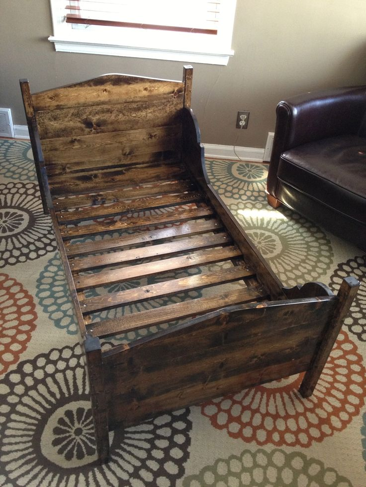 25 Best Ideas About Pallet Toddler Bed On Pinterest
