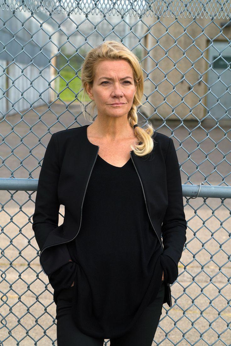 Dans Unité 9, Élise Guilbault interprète Kim Vanier, une avocate en droit criminel qui débarque à Lietteville après avoir plaidé coupable de voies de fait et menaces de mort contre un policier.