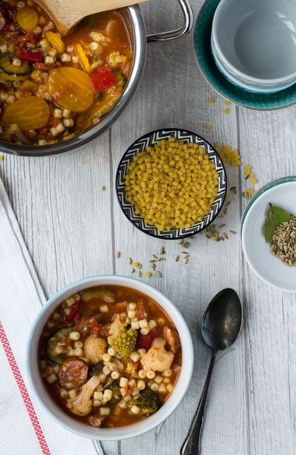 Schnelle Gemüsesuppe mit Nudeln für faule Tage