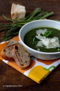 Tasty cream of asparagus and spinach soup! Use our parser to substitute the chicken broth for vegetable broth for an instant vegan special!