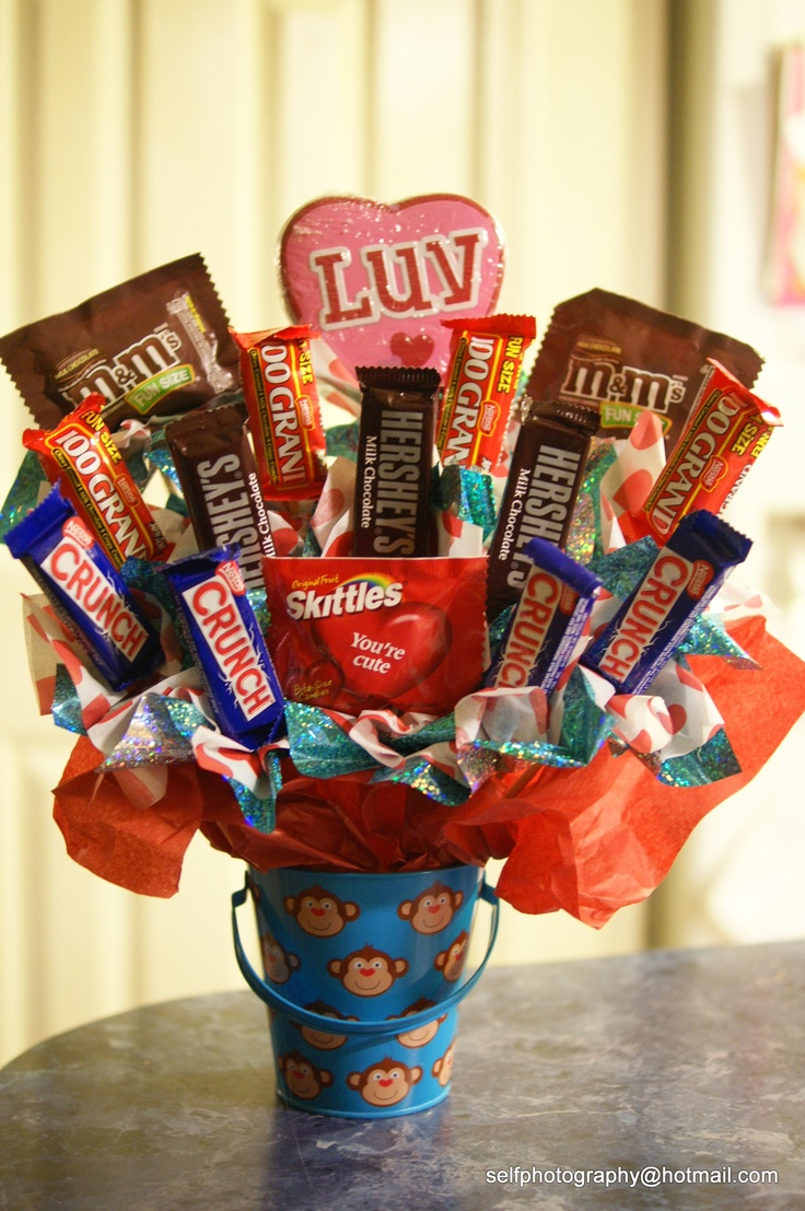 71 best carolyn 39 s candy bouquets images on pinterest for Valentine candy crafts ideas