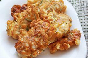 Фото к рецепту: Куриные оладьи с сыром