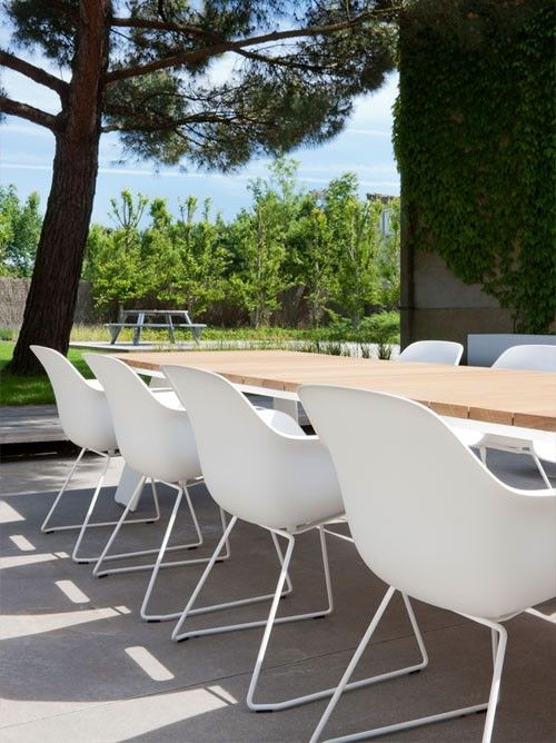Extremis Captain's chair #tuinstoel #terrasstoel #design #interieur #designmeubilair #designmeubels #outdoor #chair #extremis #interieurdesign #sledestoel