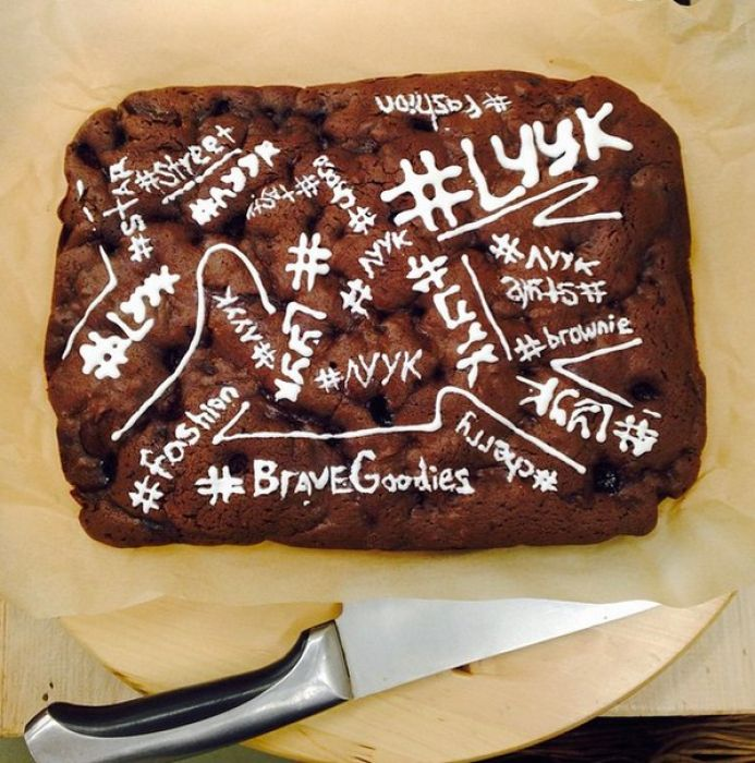 Brave Goodies – new delivery service in Petersburg. Unusual cakes with chili pepper and other sipces. В Петербурге запустили доставку брутальных сладостей. #sobaka_ru #Saint_Petersburg #delis #gastronomy #food_art #cakes #cafe #browni
