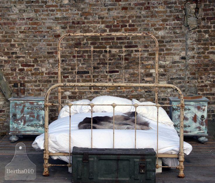 Oud Frans antiek bed