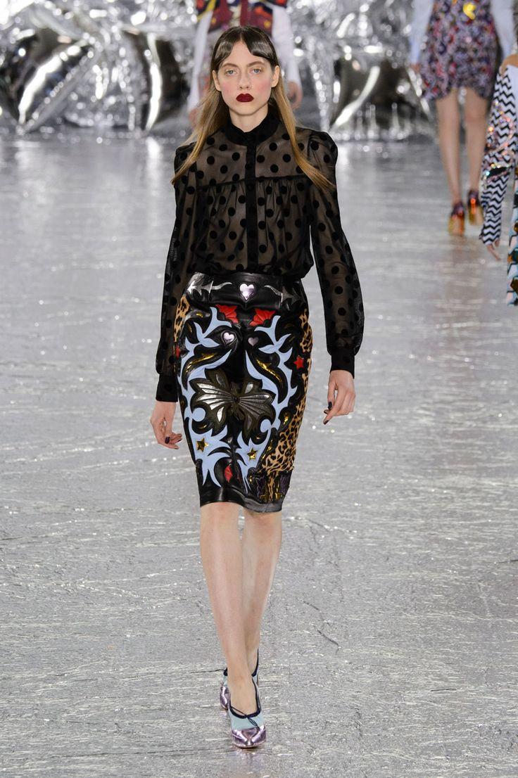 Confira os looks propostos pela estilista na edição de inverno 2017 da semana de moda de Londres