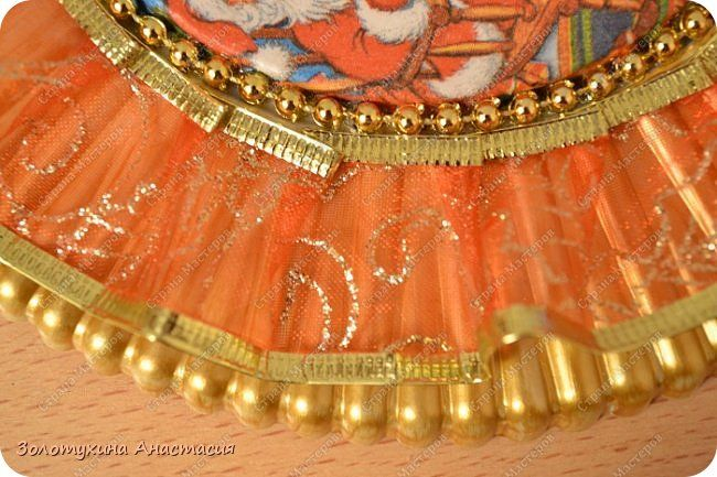Ёлочка ёлка лесной аромат , очень ей нужен красивый наряд !!!!!!!!! Вот и я подготовила подарочки своим родным и близким . Благодаря замечательному МК ёлочек от Елены    http://stranamasterov.ru/node/818797?c=favorite я решила проблему с подарками ! Только декор изменила на новогодний . Все ёлочки высотой 30 см . Итак , приступим к просмотру .  фото 19