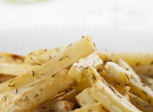 De gezondste frieten van knolselderij met huisgemaakte mayo - Amber Albarda