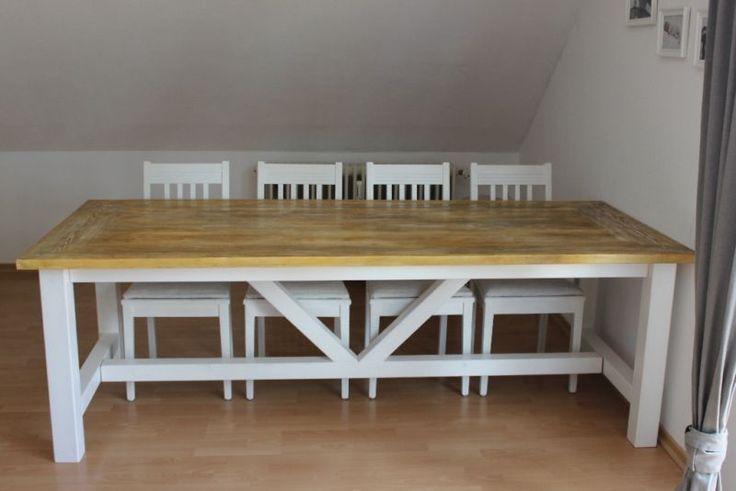 Esstisch Landhaus Klostertisch Bauholz weißVerkauft wird hier ein Esstisch aus massiven Kiefer/Fichte Holz mit einer einzigartigen Tischplatte.Der Tisch wird innerhalb von 4 Wochen gefertigt, ganz nach den Wünschen und Maße des Kunden.Der Preis bezieht sich auf ein Esstisch mit geraden Bohlen durchgängig (auf dem Foto ist an den 2 Seiten querliegende Bohlen) und in den Maßen:Länge: 200cmBreite: 100cmHöhe 78cmDie querliegenden Bohlen können gegen einen Aufpreis von 80 € auch gefertigt…