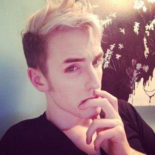 Max Malanaphy-drag queen