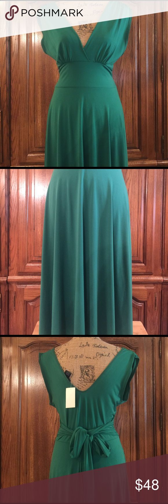 """NWT Arden B. Kelly Green Dress Made of 92% polyester and 8% spandex it is a size large. Crossover front with scoop back and back tie. It is so pretty in person. Pull over with lots of stretch. It measures approximately 17.5"""" flat underarm to underarm and measures approximately 46"""" long measured from shoulder to hem and the waist measures approximately 14.25"""" flat. Arden B Dresses Midi"""