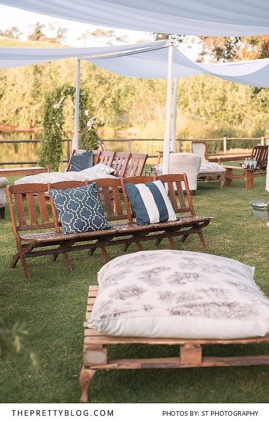 Outdoor Wedding Seating | Photogrpahy by St Photography