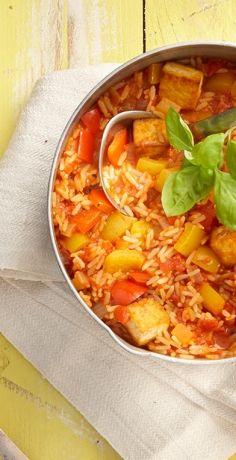 Dieser Klassiker der Asia-Küche lässt nicht nur Veggie-Herzen höher schlagen! Mit dem REWE Rezept einen schnellen Paprika-Tofu-Reis zaubern und genießen! » https://www.rewe.de/rezepte/schneller-paprika-tofu-reis/