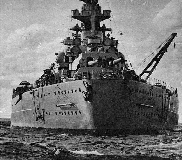 Stern view of the Deutsche Kriegsmarine Schlachtschiff (German Navy Battleship) Bismarck during sea trials in March 1941.