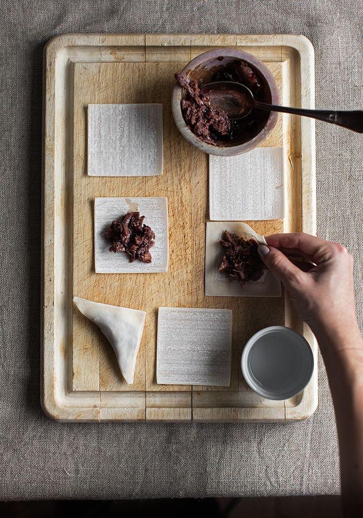 Raviolis chinois (won-ton) croustillants farcis au canard confit & à la confiture de cassis